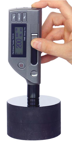 Handheld dynamic metal hardness tester with integrated Impact device D